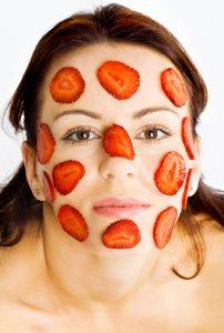 Z jahod lze udělat pleťovou masku