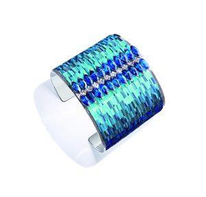 Hra modré hladiny se odráží v jedinečném manžetovém náramku, zdobeném safíry a diamanty, z pera umělkyně Nelly Saunier.