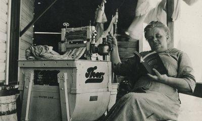 Americký inženýr Alva John Fischer sestrojí pračku, která je již poháněna elektřinou.