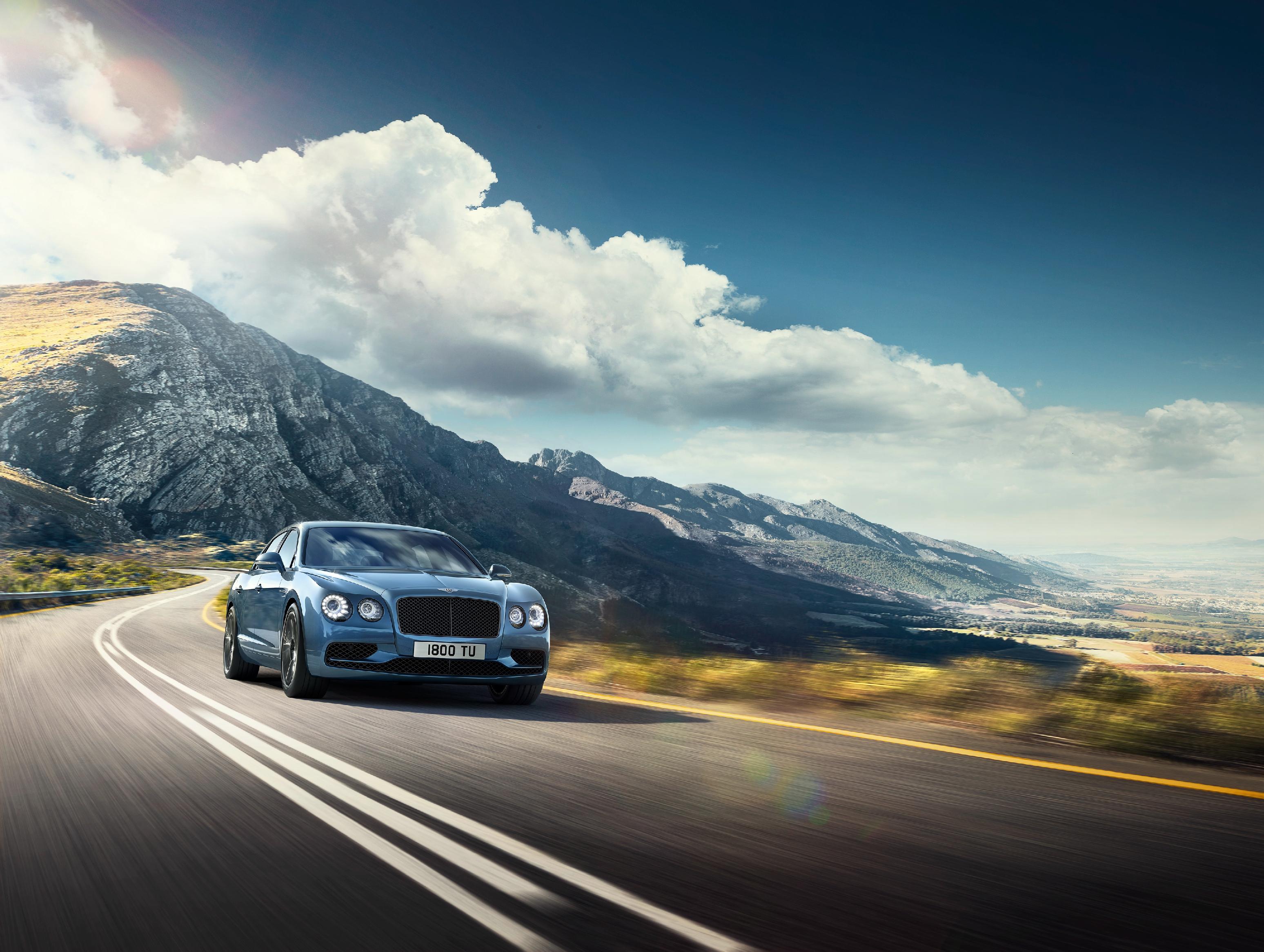 Bentley hodlá zahájit dodávky prvních vozů Flying Spur W12 S svým klientům před koncem roku 2016.