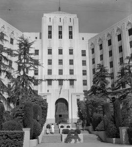 Nemocnice Cedars-Sinai, kam jednoho dne vstoupí hrůza.