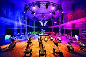 Cvičení v Nike+ studiu na Praze 6 je také audiovizuálním zážitkem.