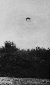 Podařilo se Emilu Barneovi vyfotografovat UFO?