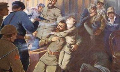 Popravčí četa nemilosrdně vraždí poslední Romanovce.