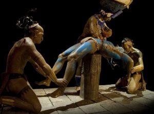 Jeskyně a její okolí bylo upraveno tak, aby rituálním vraždám mohlo přihlížet i větší publikum.