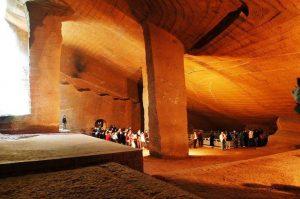 Není vůbec jasné, jakým způsobem se podařilo podzemní město, objevené čínským vesničanem v roce 1992, postavit.