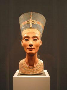 Kde je pohřbena krásná Nefertiti?