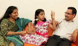 Čím to, že Nandana dokáže číst myšlenky své matky, ale svému otci do hlavy nevidí?