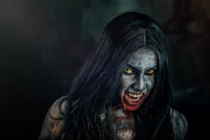 Bruxa je vampýrský ženský démon, který se prý živí i krví svých vlastních dětí.