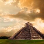Na stavbě pyramidy si dali Mayové mimořádně záležet. Je na ní vytesána celá řada mystických reliéfů.