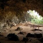 Pozůstatky trpasličích lidí byly nalezeny v roce 2003 v jeskyni Liang Bua na ostrově Flores.