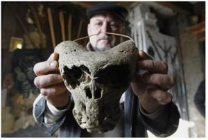 Vladimir Melikov se domnívá, že lebky mohou souviset s nacistickým výzkumem, který v oblasti probíhal.