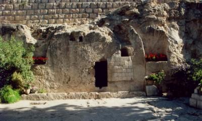 Teorie, že se hrob nachází na zahradě jednoho z jeruzalémských domů, se nepotvrdila.