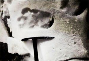Někteří horolezci nahlásili, že ve sněhu nalezli stopy údajně patřící právě yettimu.