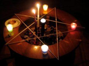 Nedílnou součásti Wiccy je praktikování magie. Lze ji používat, aniž bychom někomu uškodili?