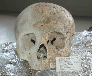 Většina kostí v jeskyni patřila dětem, které sem byly přivedeny z jiného regionu.