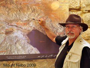 Archeolog Steve Collins věří, že další pátrání v oblasti dá odpovědi, jak město zaniklo.