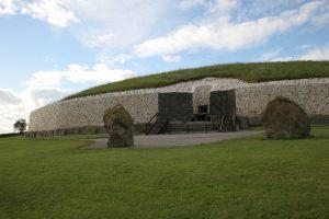 Stavba je podle jedné teorie sluneční svatyní a zároveň prehistorickou observatoří.