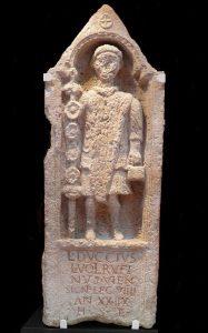 V troskách římské pevnosti byl nalezen náhrobek IX. legie. Záhadu ale neobjasnil.