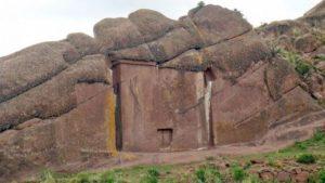 V Peru se nachází zvláštní brána ve skále. Nikam však nevede. Nebo snad ano?