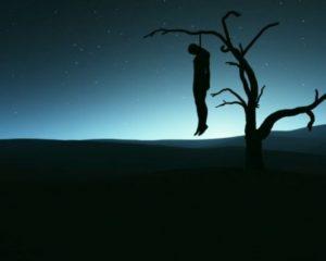 Ve větvích dubu se prý pověsil farmář, který vyvraždil svou rodinu.