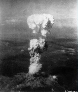 Přišel někdo varovat hirošimské zastupitele před výbuchem jaderné bomby?