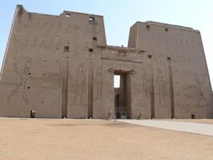 O tajuplném sálu vyprávějí texty nalezené ve zdech Horova chrámu ve východním Egyptě.