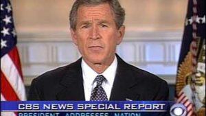 Americký prezident George Bush oznamuje, že Columbia explodovala a všichni astronauti zahynuli.