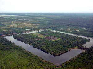 Rozlehlost Angkor Vat je nevídaná. Skutečně něco takového zvládli vytvořit lidé?