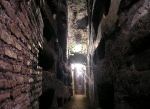 Neustále jsou odkrývány další a další chodby a místnosti a badatele nepřestává fascinovat, jak rozlehlá a propletená síť katakomb se pod městem nachází.