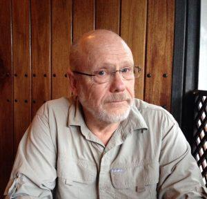 Na obrázku je americký vědec Jack Schultz.