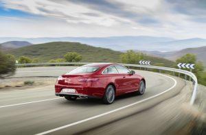 Exkluzivní sportovní kupé vychází po technické stránce ze sedanu a přináší další evoluční stupeň designérského stylu značky Mercedes-Benz.