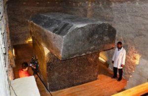 Komu patřil obří sarkofág z hory Toth?