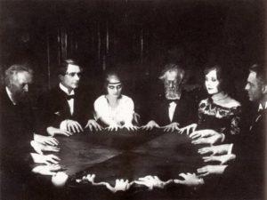 Spiritismus ruský literát odsuzuje.