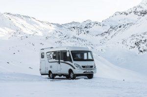 Společnost Hymer se spojila s automobilkou Mercedes-Benz a výsledkem je nový zimní karavan.