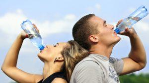 9. Pocit žízně se dostaví ve chvíli, když člověk ztratí pouhé jedno procento vody obsažené v organismu.