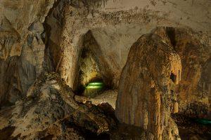 Jeskynní systém Gebihe v Číneském Kuej-čou obsahuje největší podzemní dóm na světě pojmenovaný Miao.