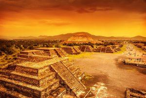 Obrovskou, dva tisíce let starou, svatyni, nazvali Teotihuacánem právě Aztékové. Aztékové ji ale nevybudovali, objevili jej asi 700 let poté, co svatyni opustili její dávní stavitelé. Jejich původ nám však zůstává záhadou.