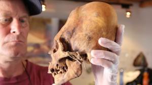 Podivné lebky objevené v peruánské poušti Paracas jsou pro vědce záhadou už celá desetiletí a poslední testy záhadu spíš prohloubily.