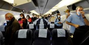 Moderní letecká přeprava se stala jedním z největších rizik při možné epidemii nebezpečné nákazy.