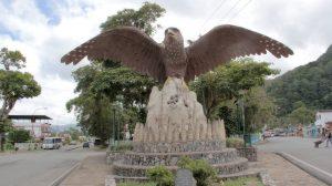 Uprostřed venezuelského města Caripe má pták gvačaro dokonce obří pomník.