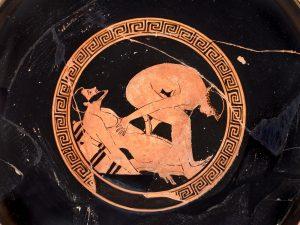 Dalším zdrojem bohatství byla i vyhlášená korintská keramika, která se vyvážela do celého Středomoří. A často byla ozdobena nejrůznějšími necudnými a lascivními výjevy.