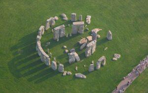 Kameny, které tvoří vnitřní podkovovitý prstenec monumentu, tvoří zvláštní druh horniny zvané dolerit.