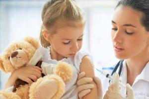 Lékaři považují za rizikové hlavně homeopatické očkovací vakcíny, na rozdíl od klasických injekčních vakcín se berou ústně, nicméně neexistuje důkaz, že by fungovaly.