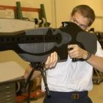 Prototyp laserové pušky PHaSR nezpůsobuje smrtící zranění, na to není dost výkonný, používá se k dočasnému oslepení cíle.