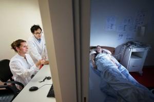 Testy ukázaly, že nedostatek spánku zpomaluje po probuzení metabolismus. Tělo pak ukládá více energie do tuků.