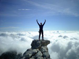 Osamělí lidé, kteří ale zůstanou produktivní, se naučí spoléhat sami na sebe a dokáží pak překvapit výjimečnými výkony.