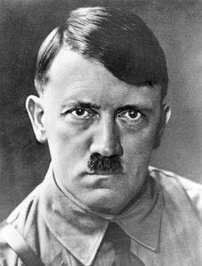 Hitler s drastickou pomstou nakonec nesouhlasí.