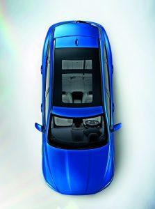 Jaguar F-Pace sdílí se svými sourozenci modelových řad XE a XF nejen platformu IQ, ale i zážehové a vznětové čtyřválce Ingenium.