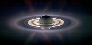 Jeden z nejpůsobivějších snímků, jaký kdy kosmická sonda zaznamenala zatmění Slunce Saturnem